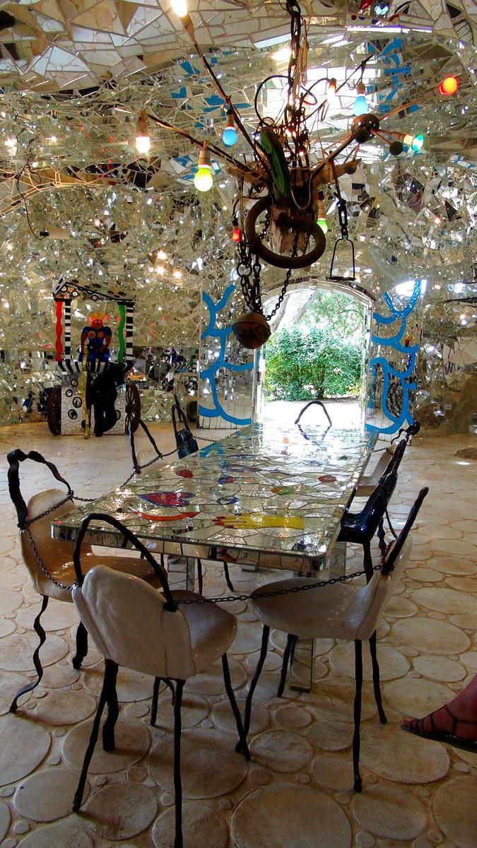 tarotgarten-spiegelhalle-nikki-de-saint-phalle